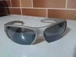 Óculos de sol marca Games usado