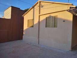 Casa 3 quartos, reformada, prox ao banco Itaú