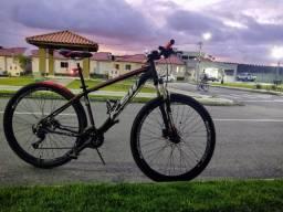 Bike Aro 29, 27v, K7, freio hidráulico.