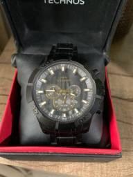 Relógio da marca Fossil e Technos