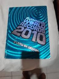 "Livro dos recordes ""Guinneess World Records 2010."