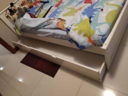 Título do anúncio: Vendo duas camas de solteiro. Sendo uma com auxiliar.