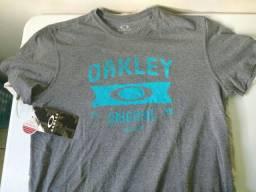 Camisa Oakley tamanho GG
