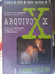 Arquivo X - dois livros, duas HQs e o famoso poster do agente Fox Mulder