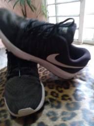 Sapatos masculinos e tenis