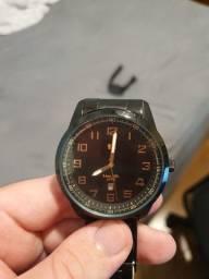 Relógio preto com detalhes em cobre seculus
