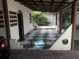 Vende-se ou troca-se, uma casa no início do Pintolândia