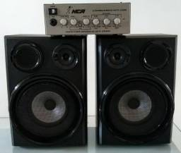 Amplificador e caixas de som