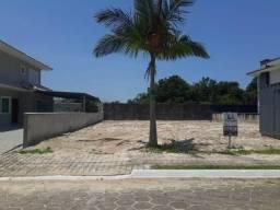 Terreno em loteamento fechado, á 200 metros da Praia!