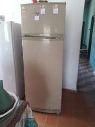 Vende-se caixa de geladeira!