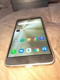 Dois celular um moto z2 play e um ZenFone 3 dourado os dois sem detalhes