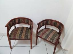 Cadeira de madeira estilo retrô