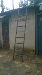Escada Reforçada com pés ajustáveis e emborrachados 3,20 mais 0,30 na regulagem
