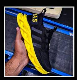 Título do anúncio: Tênis Adidas yeezy maverick