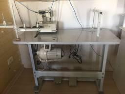 Maquina de costura e mesa