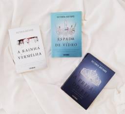 """Título do anúncio: Três livros da coleção """"A rainha Vermelha"""""""