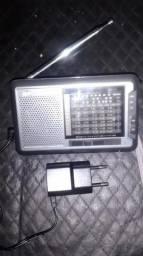 Rádio de pilha com fonte