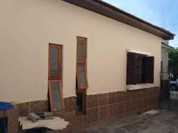 Alugo casa de 2 dormitórios, atrás da Unifra