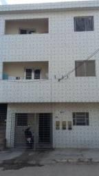 Aluga se Excelente Casa com 2 Quartos em Caruaru