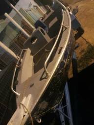 Barco com motor e carretinha - 2010