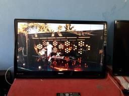 "2 TVs Toshiba ( 1 Smartv 48"" e 1 LCD 42"" )"