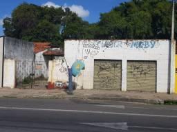 Casa com 2 frentes servindo pra comércio em avenida