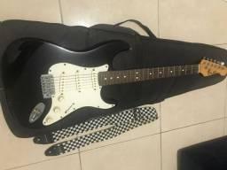 Guitarra com Capa e Correia
