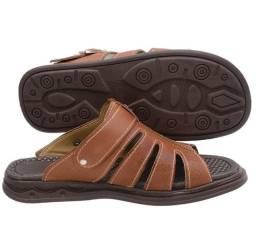 Sandália masculina.