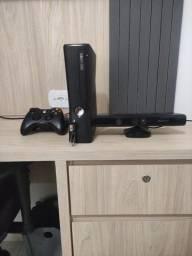 Título do anúncio: Xbox 360 com dois controle usado