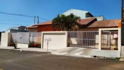 Casa Térrea - Excelente Localização - Cômodos Grandes - Direto com proprietários