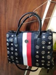 Uma bolsa Nova de marca.,vendo porque ganhei mais não vou usar.