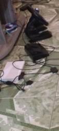 Playstation 2 com volante e uma manete