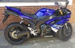 Yamaha R1  /baixo km (Aceita troca e Financia)