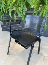 Título do anúncio: Cadeira Universitária Plástica Preta Com Porta Livros