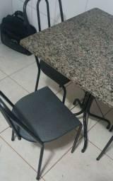 Vendo mesa de Granito com 4 cadeiras ótimo estado em Rio Verde-GO