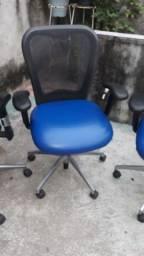 Cadeiras de escritório presidencial novas da marca Marelli 300 reais cada uma..