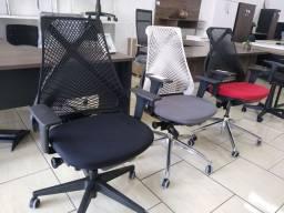 Cadeira escritório BIX nova