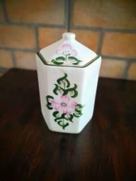 Título do anúncio: Lindo pote de chá em porcelana pintado à mão