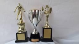 Troféu com medalhas novas