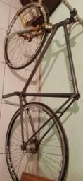 Título do anúncio: Bicicleta toda original caloi 10 .