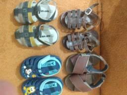 Vendo lote de sandálias para menino.