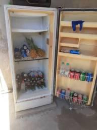 vendo uma geladeira usada muito boa gelando bem