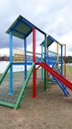Casinha parquinho escorregador balanço brinquedo carrossel gangorra playground parque