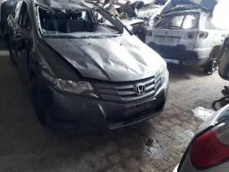 Sucata de vários veículos pra retirada de peças