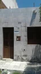 Vendo ótima casa localizada na Rua Rui Barbosa casa toda forrada e na ceramica