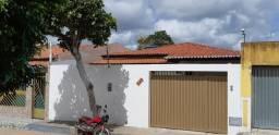 Vende uma casa ampla, bem dividida, pronta para morar, excelente oportunidade!!!