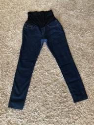 Duas calças jeans para gestantes
