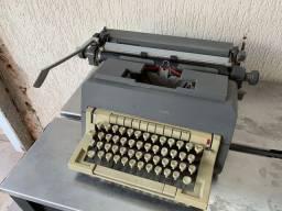Maquina de escrever Olivetti Tem que revisar