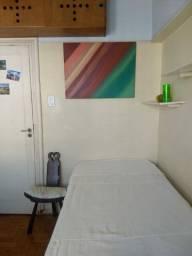 Alugo quarto individual para moças no LEBLON