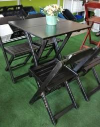 Jogo de mesa com cadeiras em Madeira de Lei